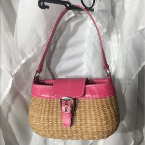 Cute lil no name basket purse. A lil damage from